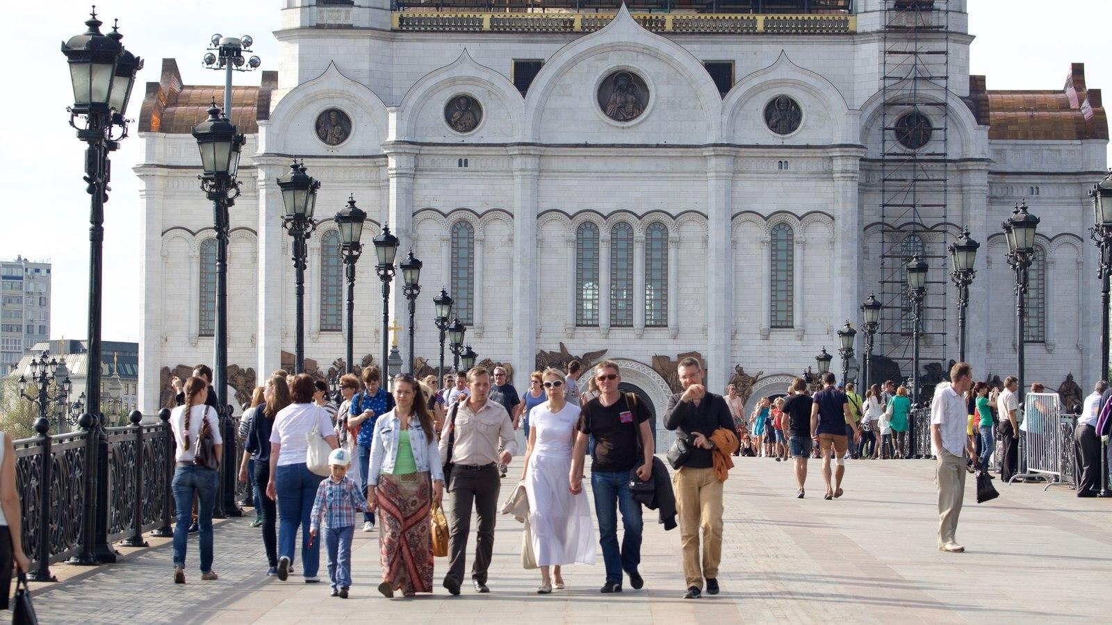 Catedral de Cristo Salvador que inclui arquitetura de patrimônio assim como um pequeno grupo de pessoas