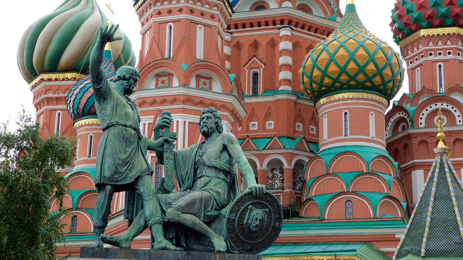 Monumento a Minin y Pozharski mostrando una estatua o escultura y patrimonio de arquitectura