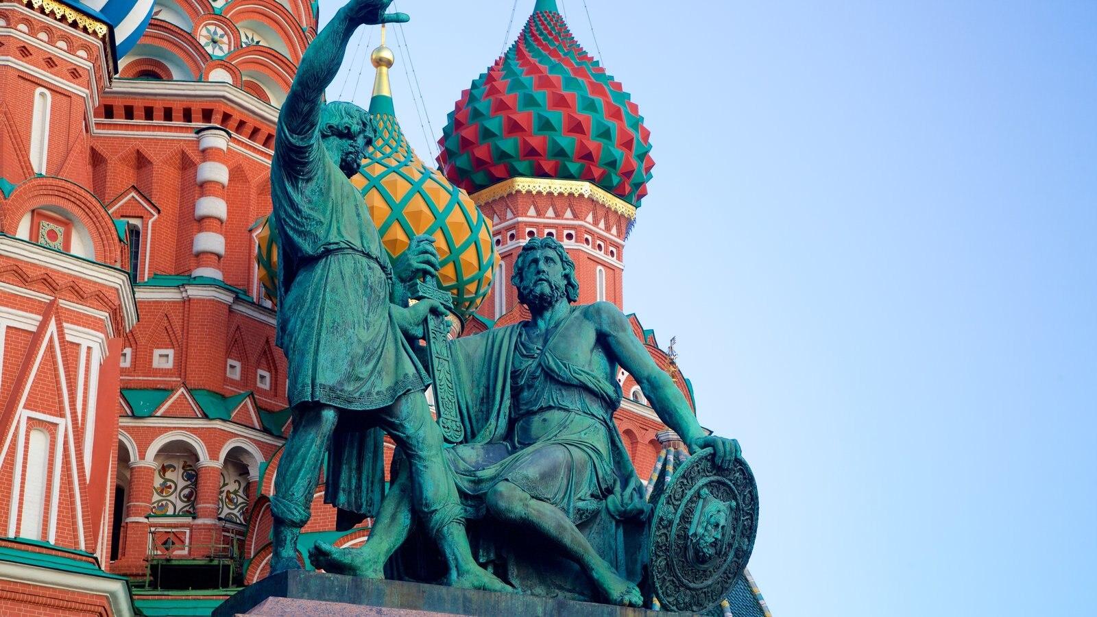 Monumento a Minin e Pozarski mostrando arquitetura de patrimônio e uma estátua ou escultura