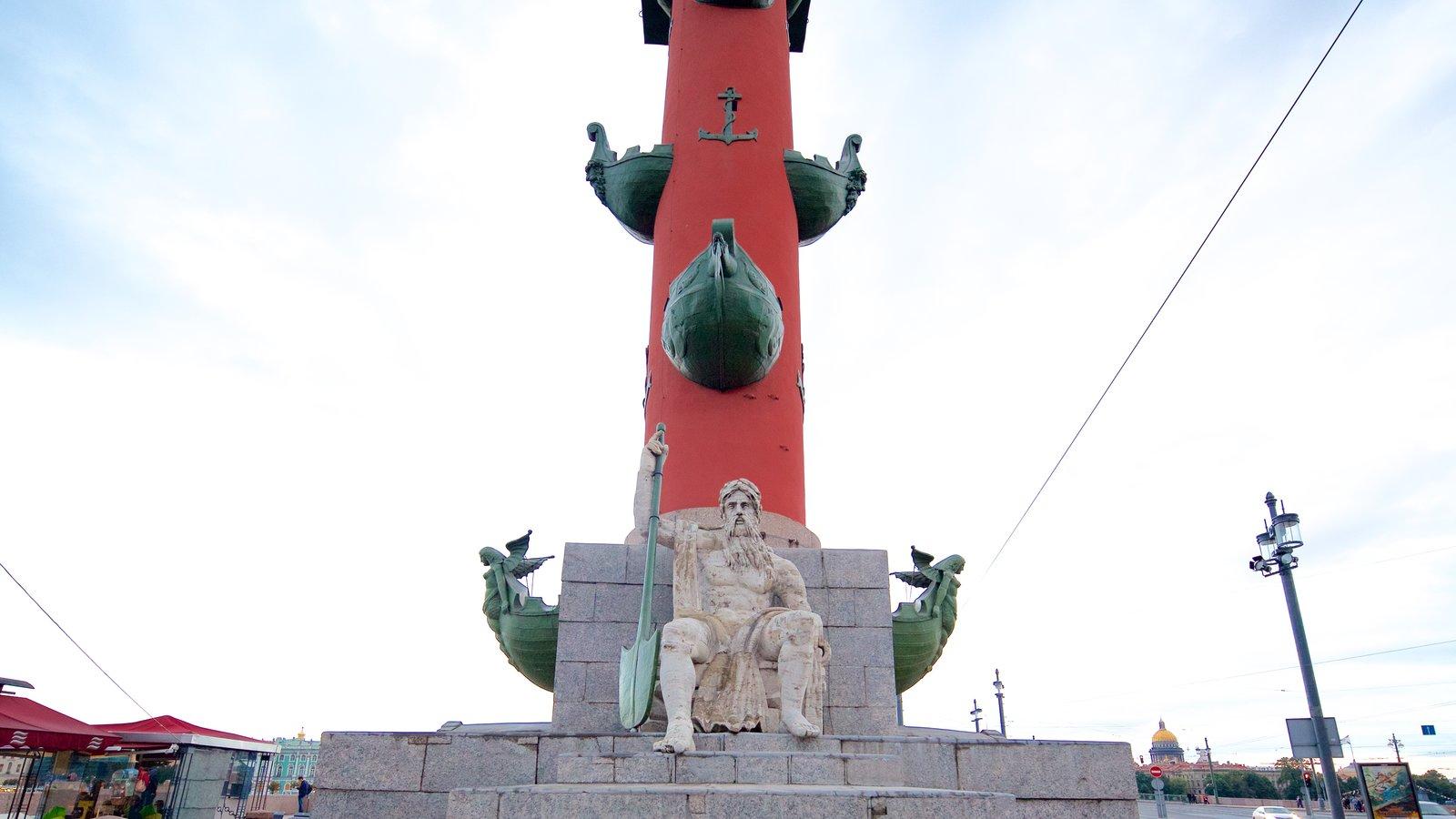 Strelka que inclui uma estátua ou escultura