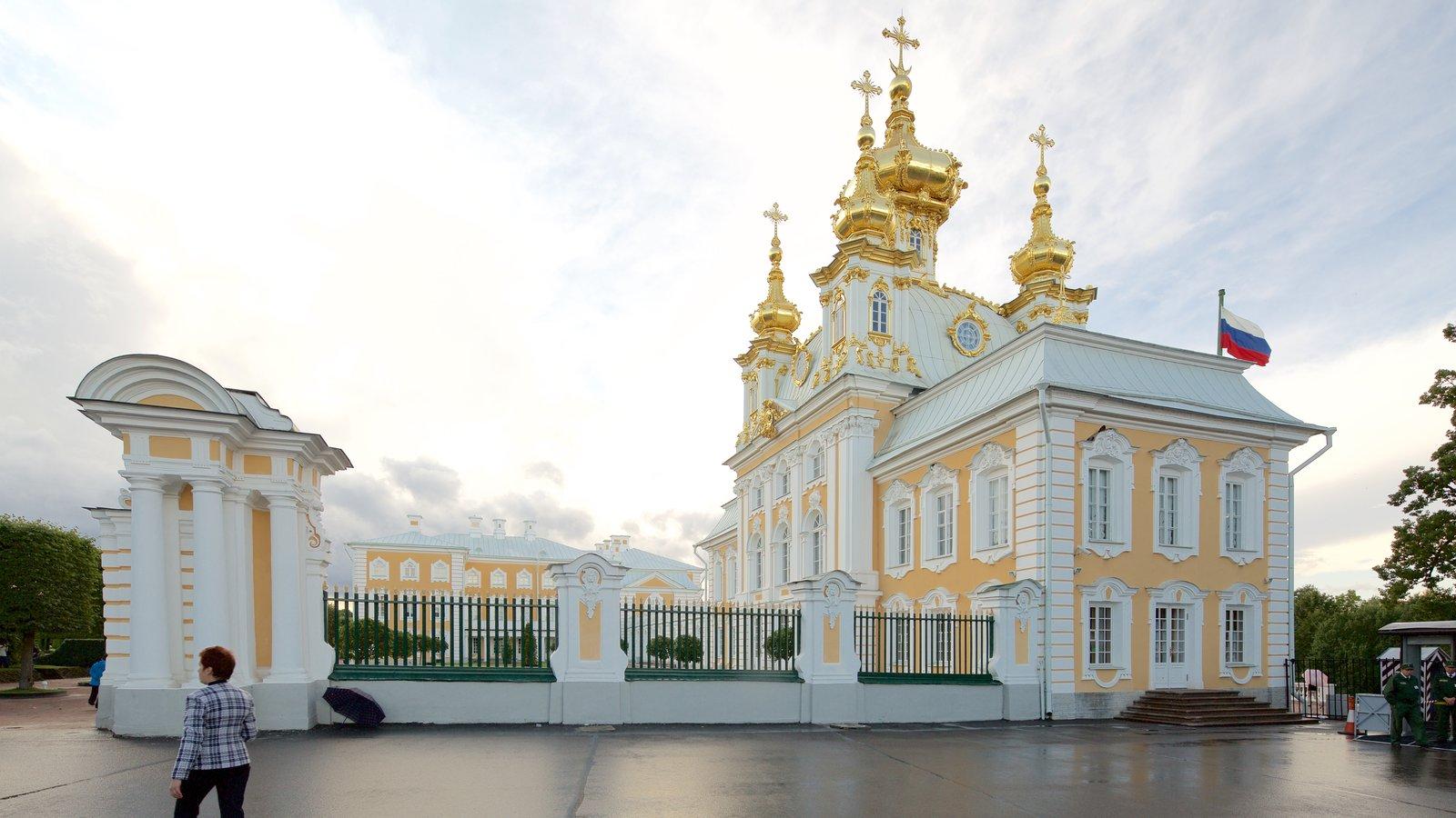 Palácio e Jardins Peterhof caracterizando arquitetura de patrimônio