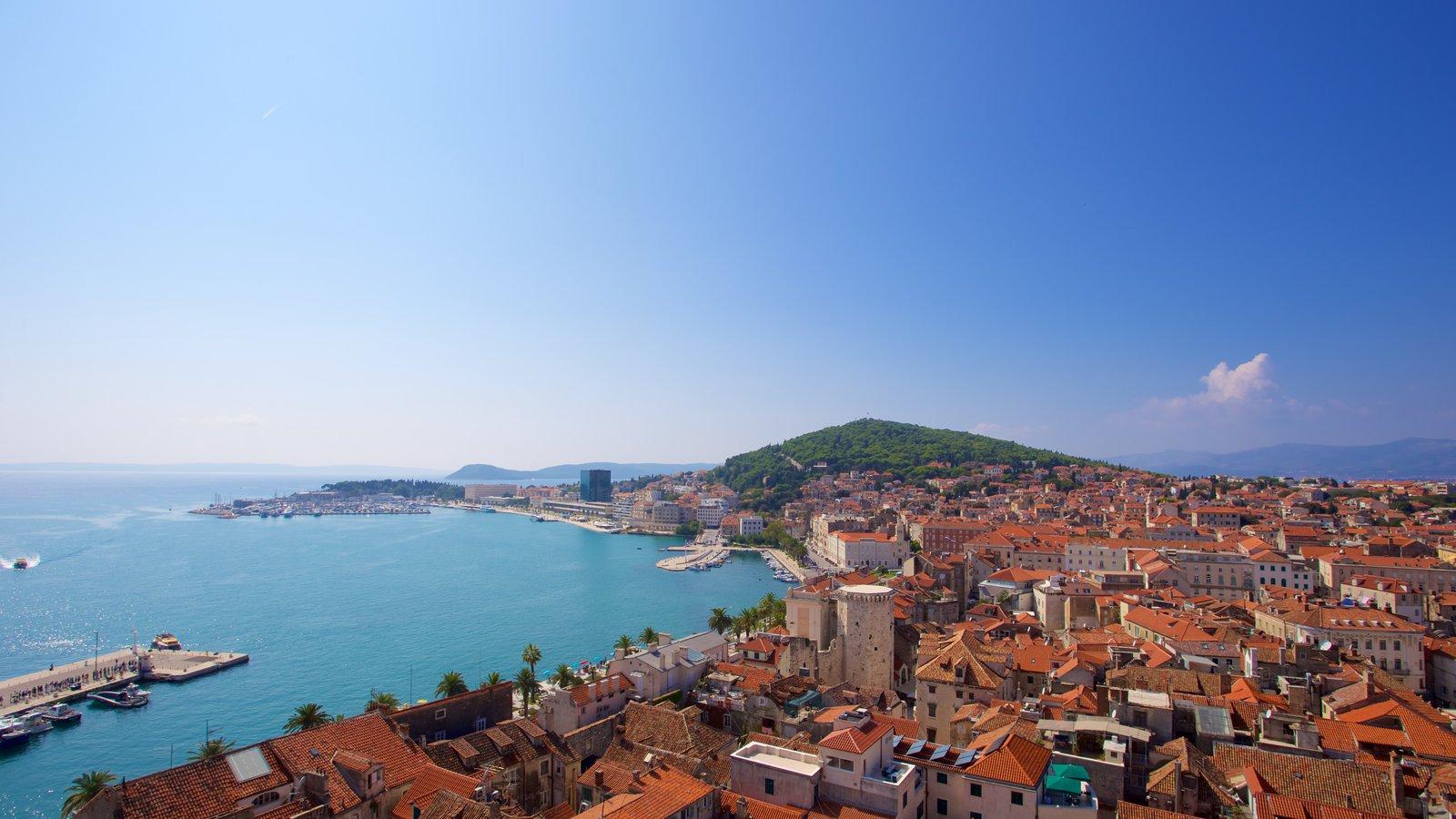 Paseo marítimo Split Riva mostrando vistas de paisajes, vistas generales de la costa y una ciudad