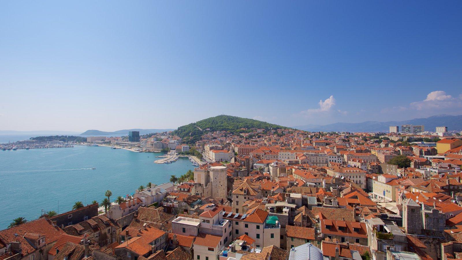 Palacio de Diocleciano mostrando una ciudad, vistas de paisajes y vistas generales de la costa