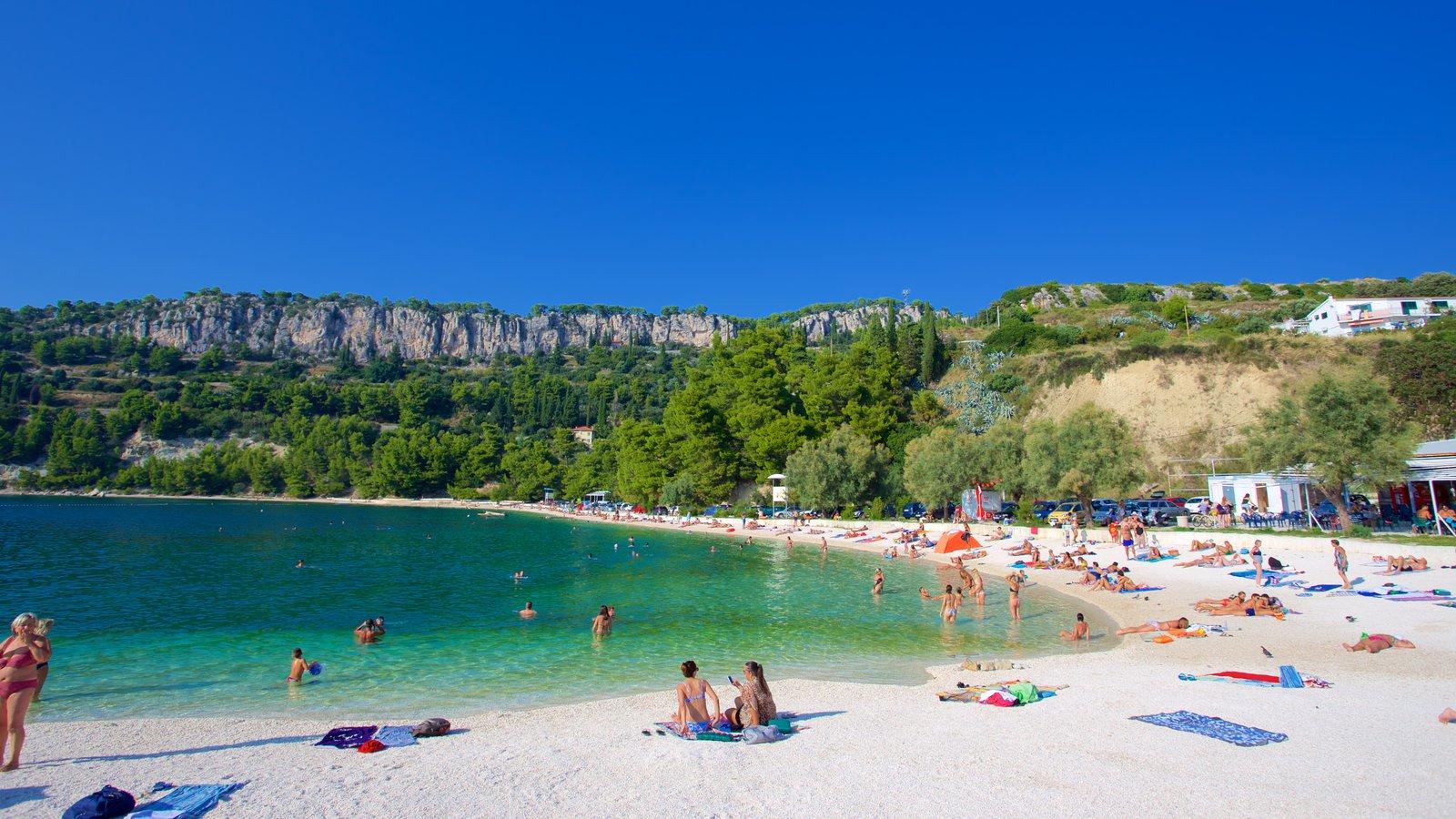 Playa de Kasuni que incluye una playa
