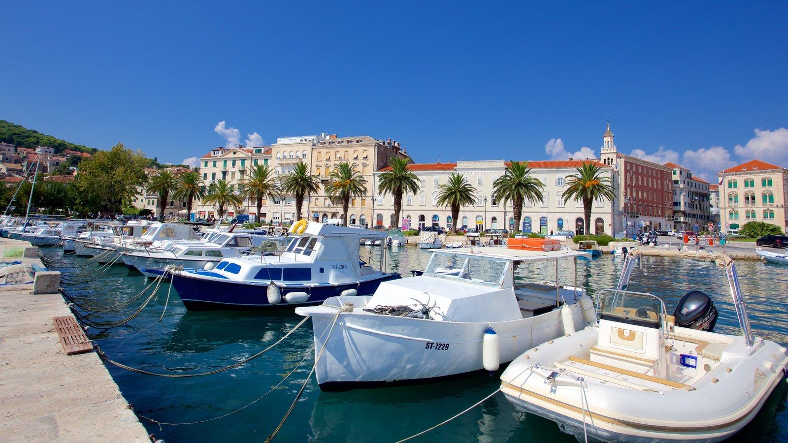Split Riva which includes a marina
