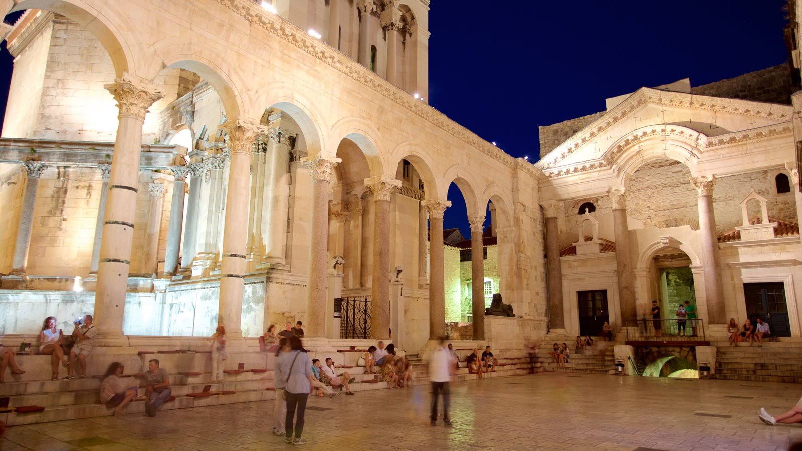 Diocletian\'s Palace showing chateau or palace, night scenes and heritage elements