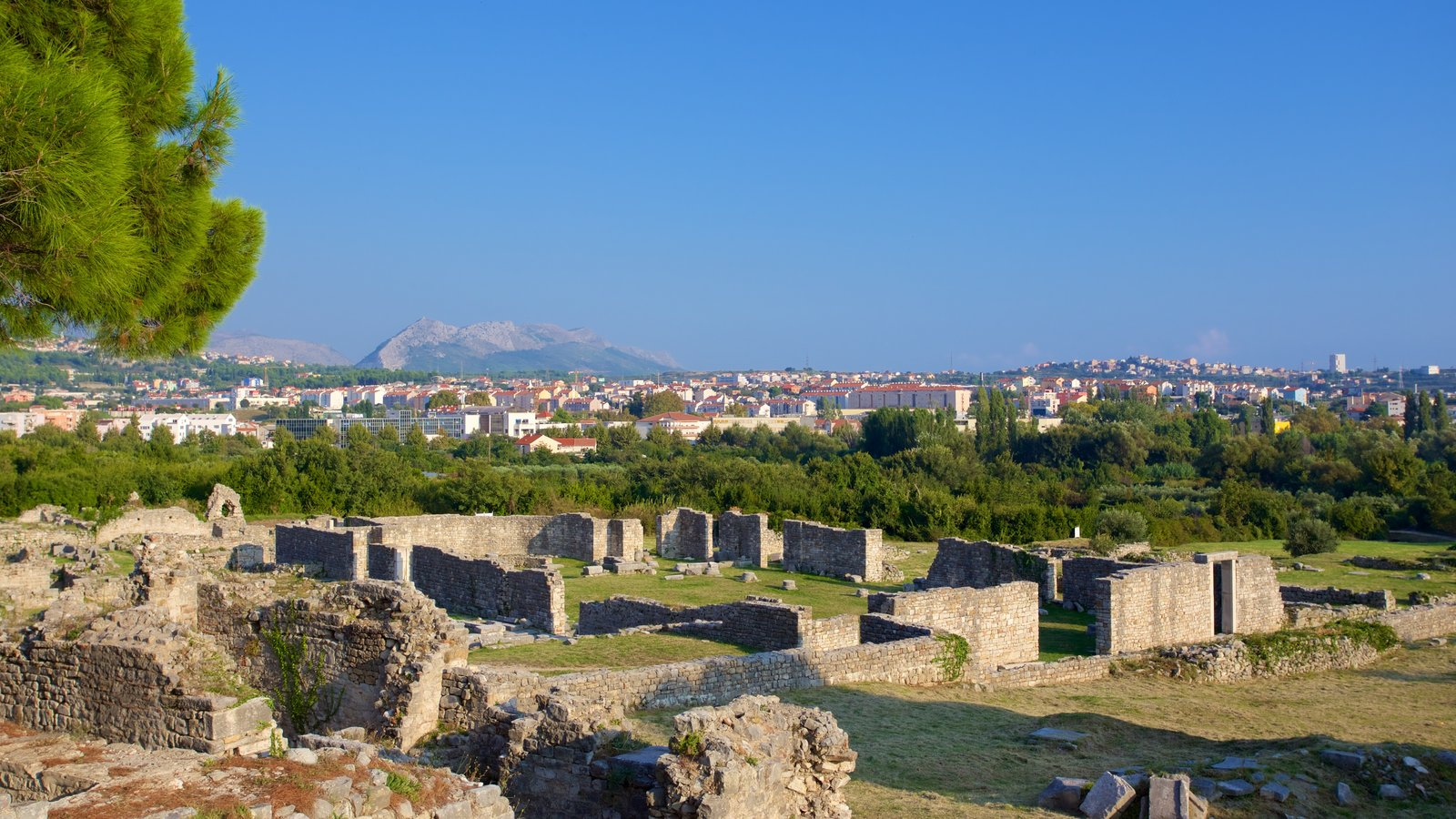 Salona Ruins showing tranquil scenes and a ruin