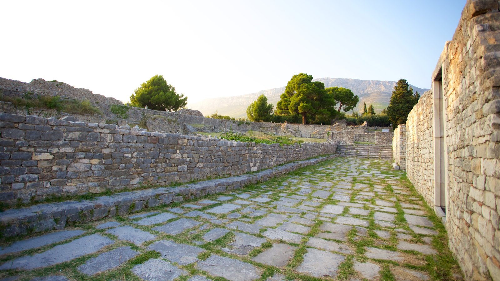 Salona Ruins which includes heritage elements and a ruin