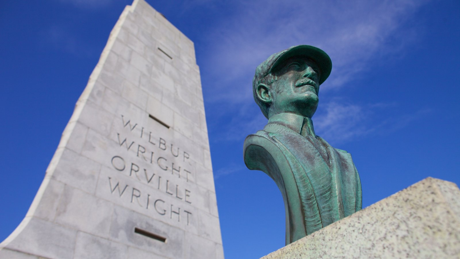 Wright Brothers National Memorial showing a statue or sculpture