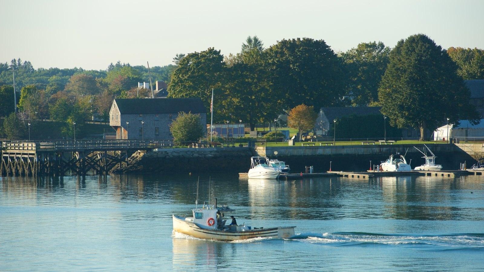 Portsmouth caracterizando uma baía ou porto e canoagem
