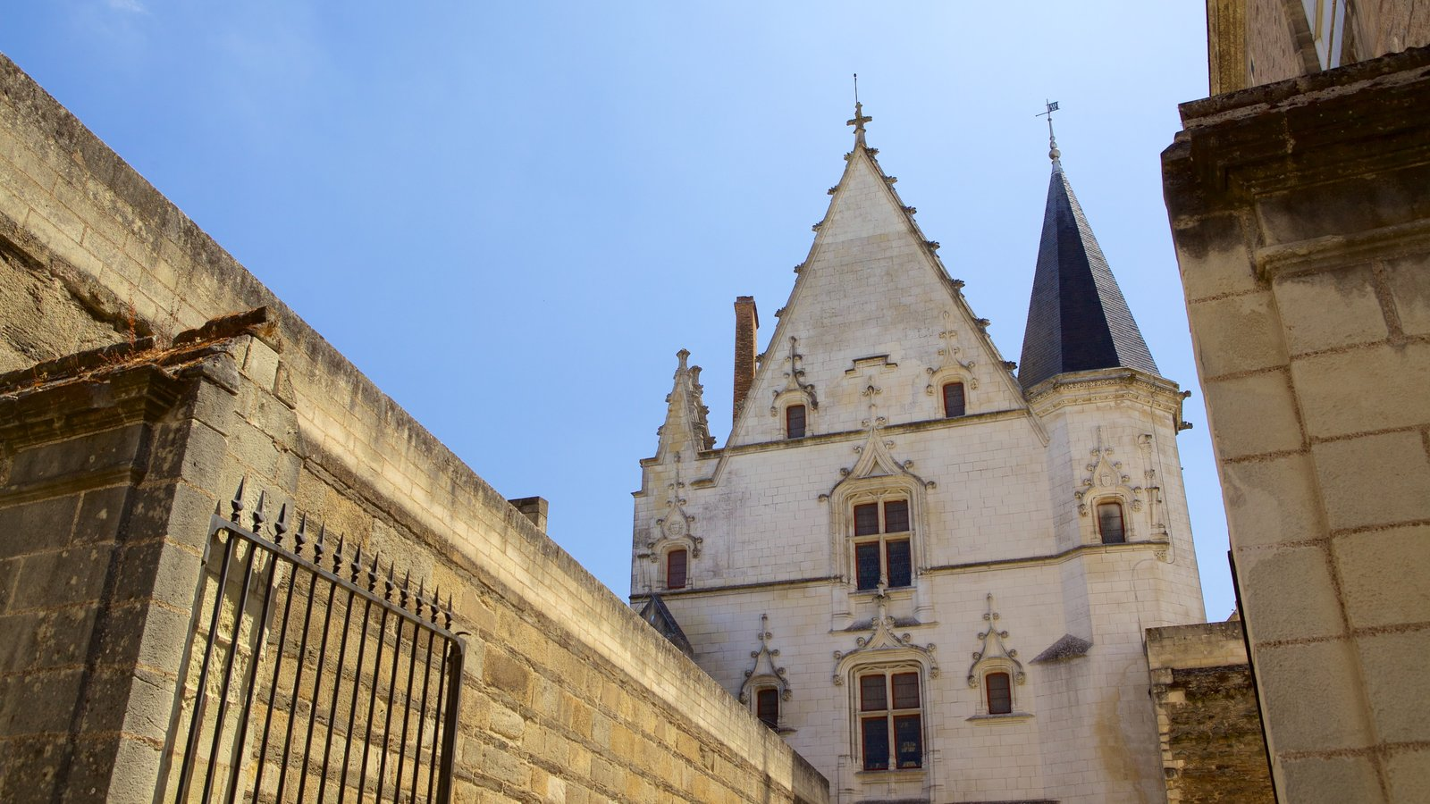 Nantes caracterizando elementos de patrimônio e arquitetura de patrimônio