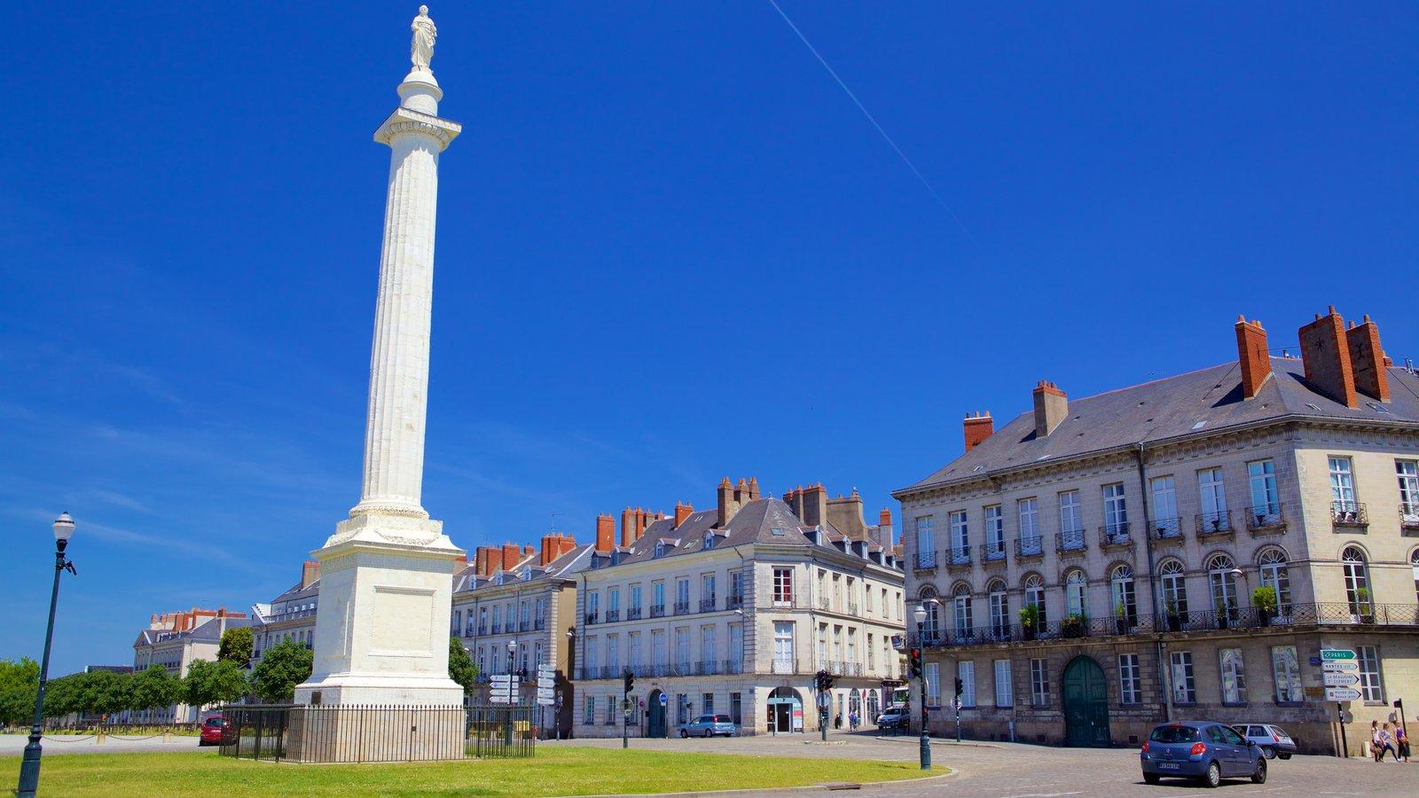 Nantes mostrando elementos de patrimônio e um monumento