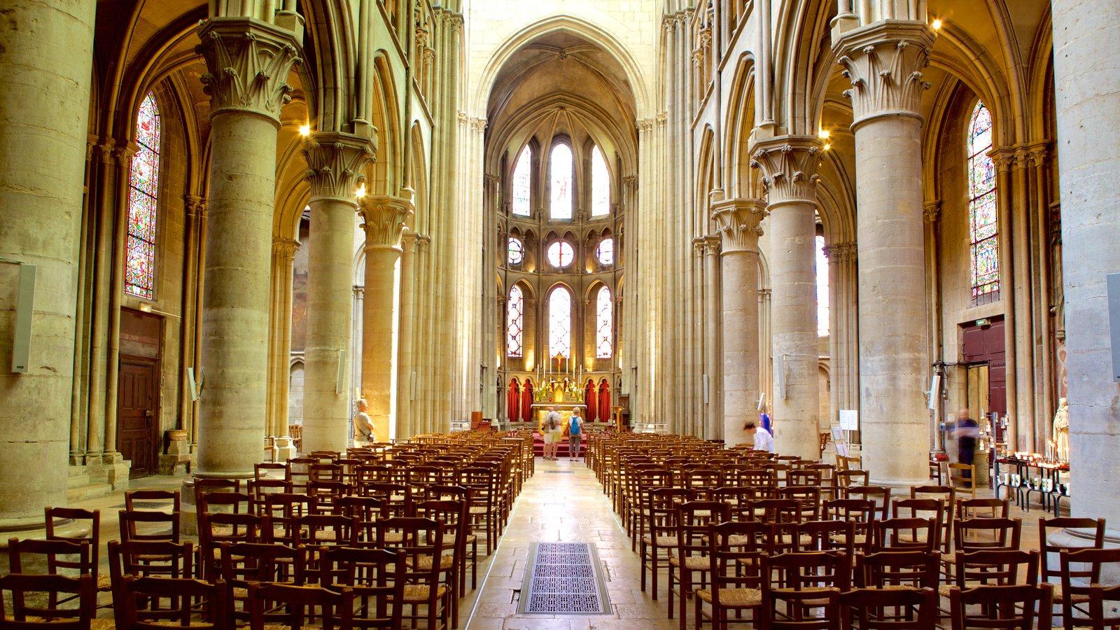 Igreja de Notre Dame que inclui arquitetura de patrimônio, elementos religiosos e uma igreja ou catedral