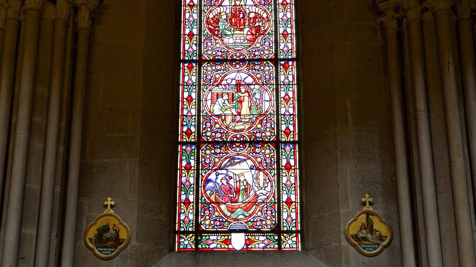 Igreja de Notre Dame mostrando elementos de patrimônio, arte e uma igreja ou catedral