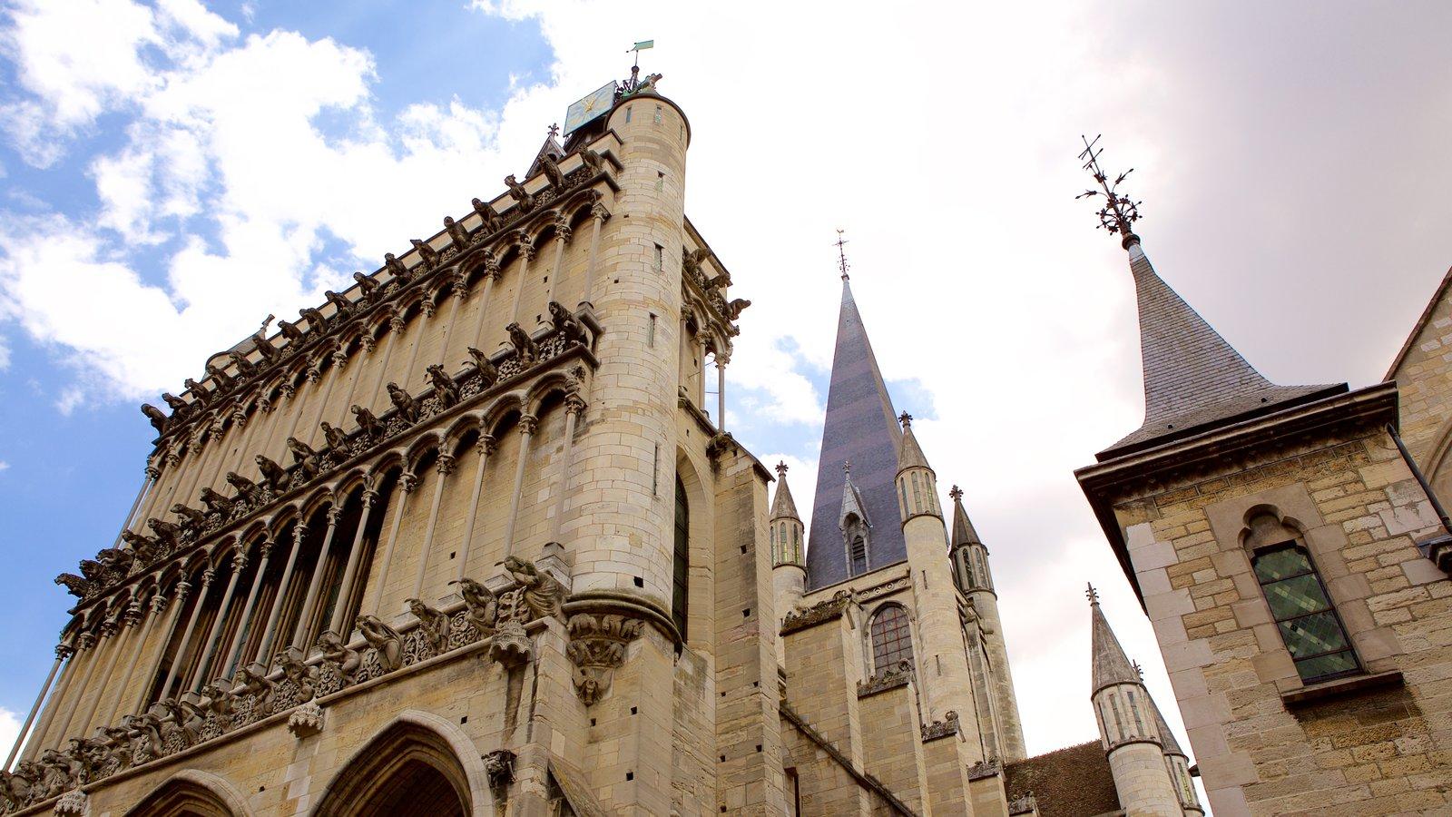 Igreja de Notre Dame caracterizando uma igreja ou catedral e arquitetura de patrimônio