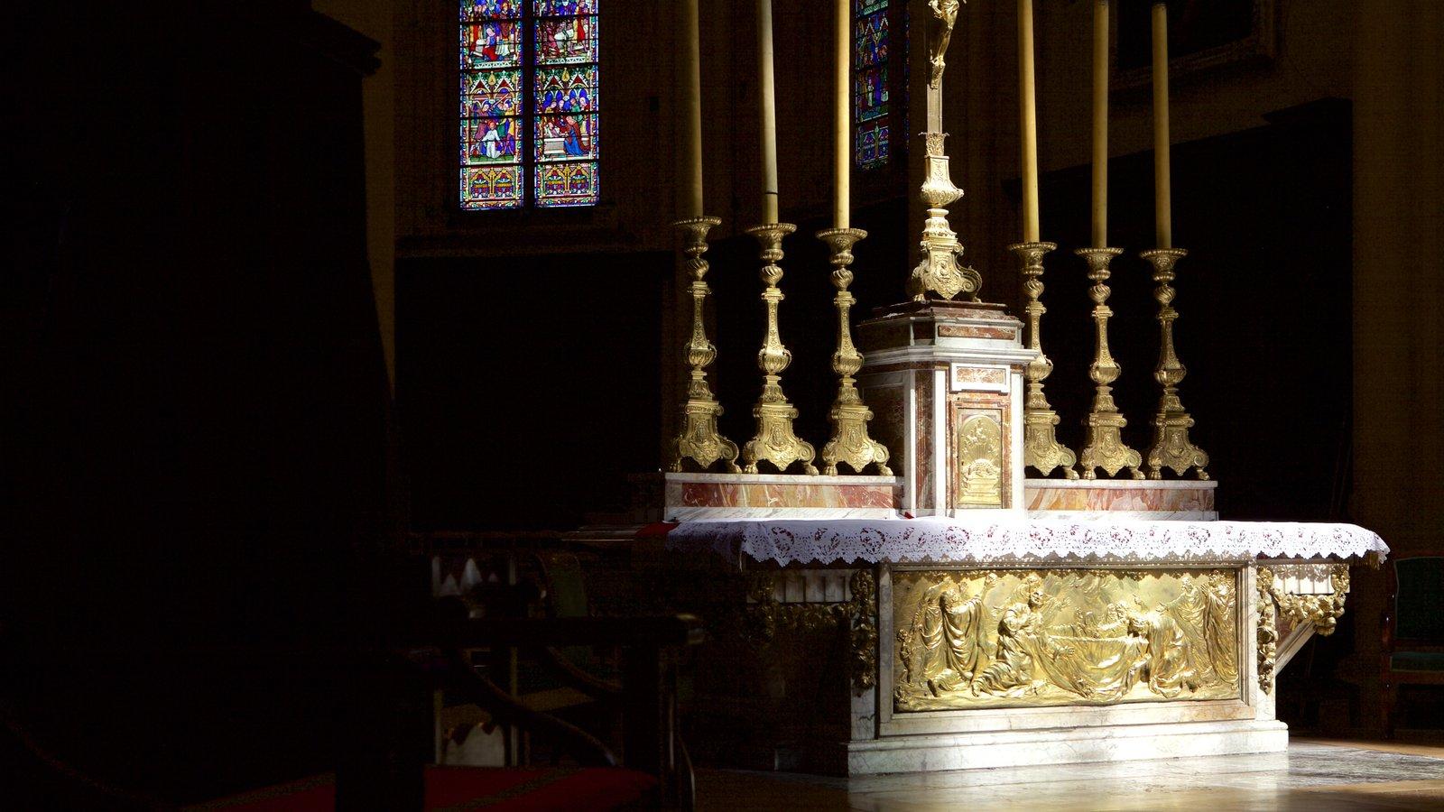 Catedral de Dijon que inclui elementos religiosos, uma igreja ou catedral e elementos de patrimônio