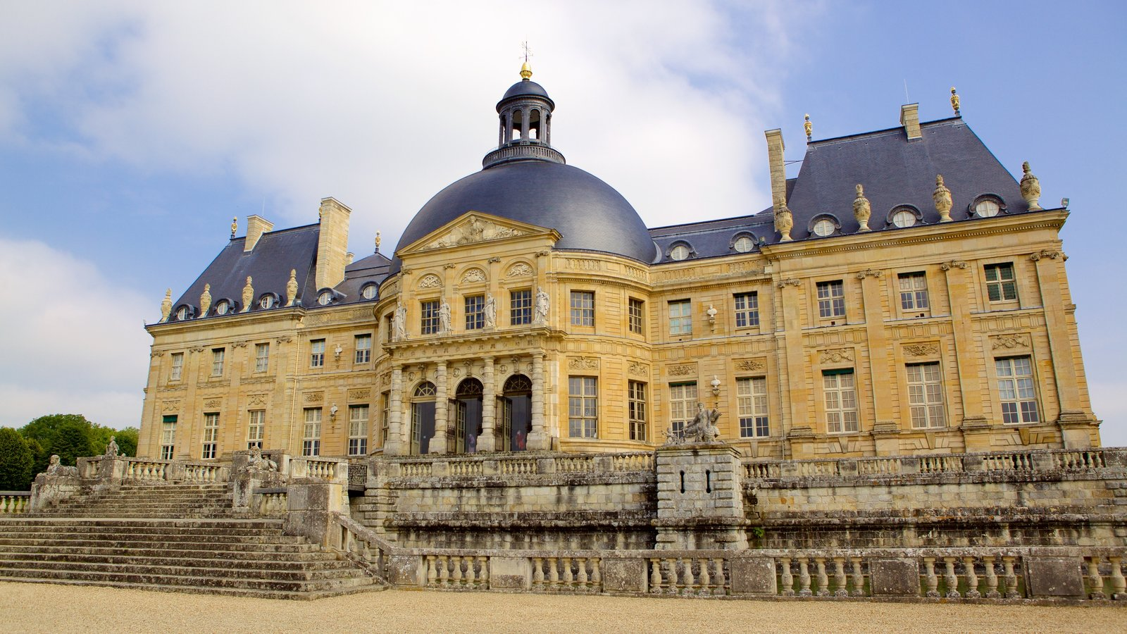 Melun mostrando um castelo, elementos de patrimônio e arquitetura de patrimônio