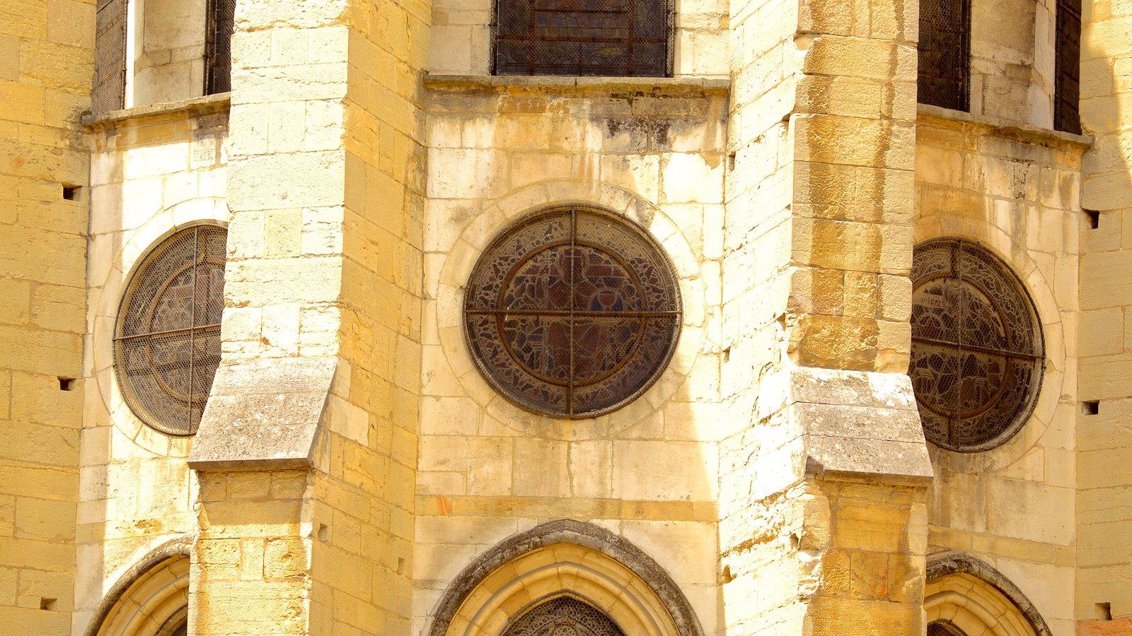 Igreja de Notre Dame mostrando elementos de patrimônio