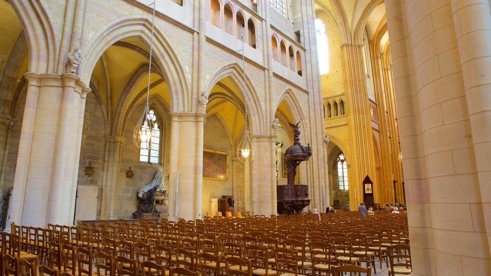Catedral de Dijon que inclui uma igreja ou catedral, vistas internas e elementos de patrimônio