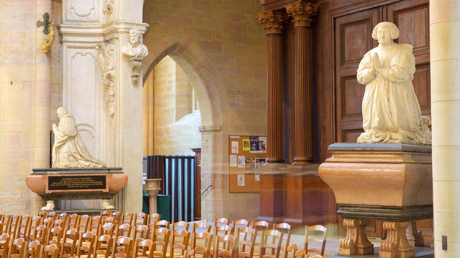 Catedral de Dijon caracterizando vistas internas e uma igreja ou catedral
