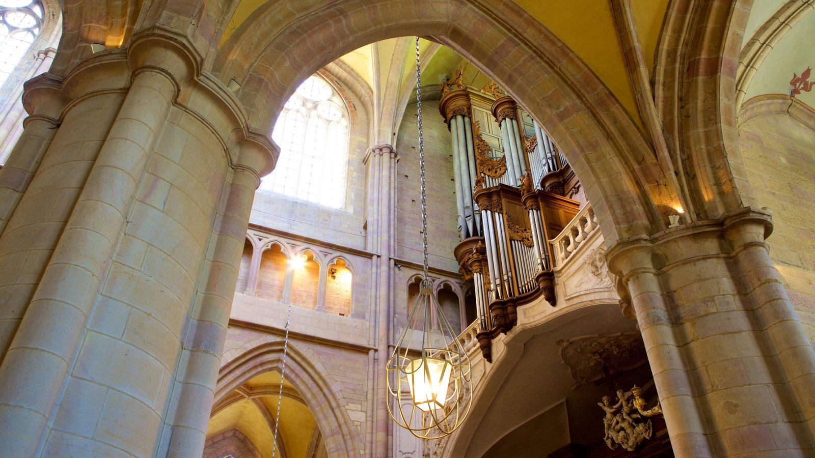 Catedral de Dijon caracterizando vistas internas, elementos de patrimônio e uma igreja ou catedral
