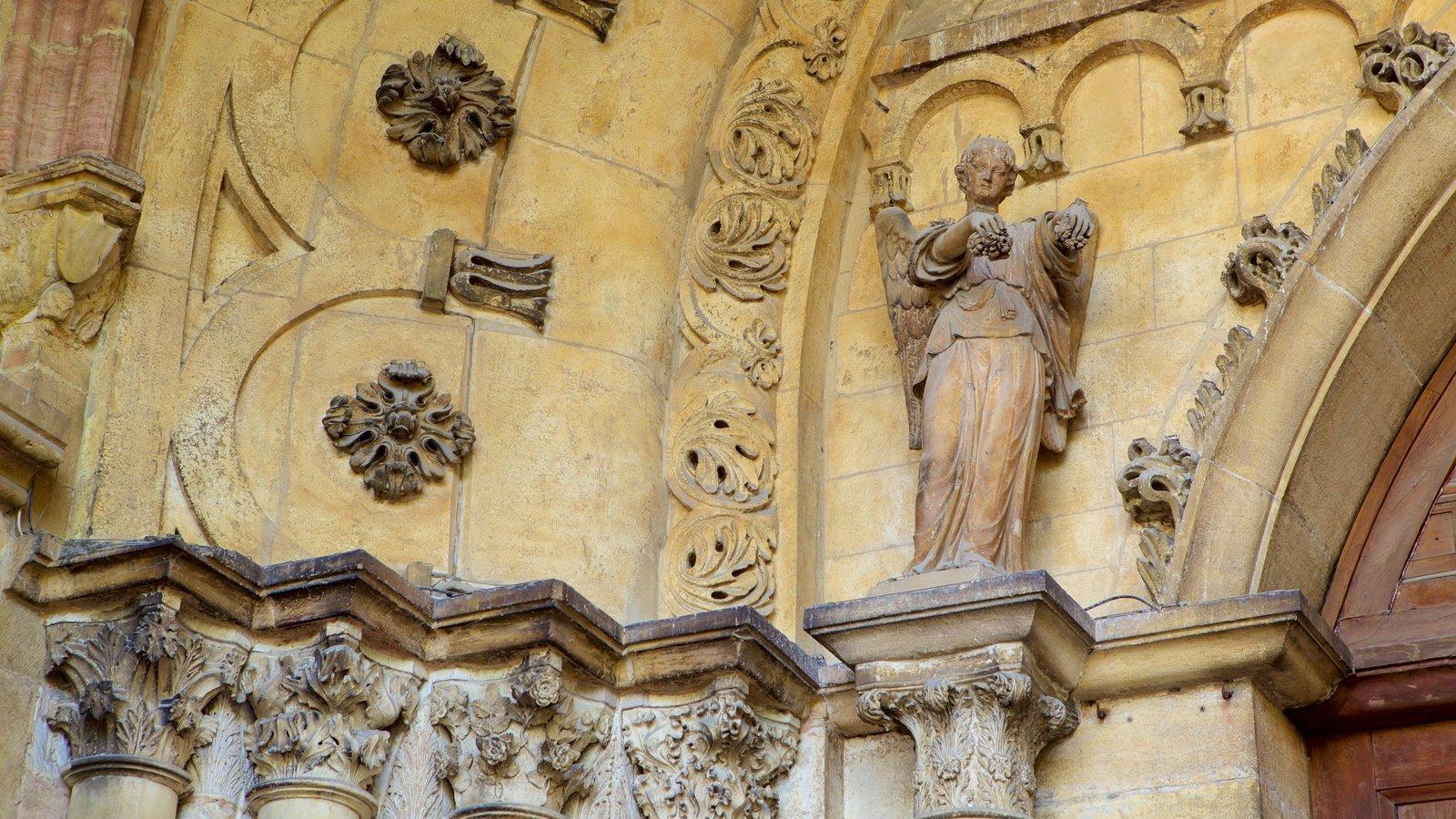Catedral de Dijon mostrando elementos de patrimônio