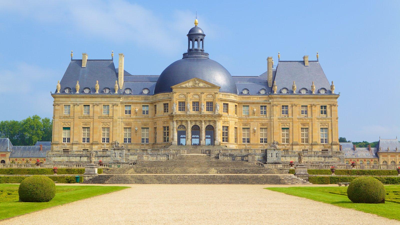 Melun caracterizando um pequeno castelo ou palácio, elementos de patrimônio e arquitetura de patrimônio