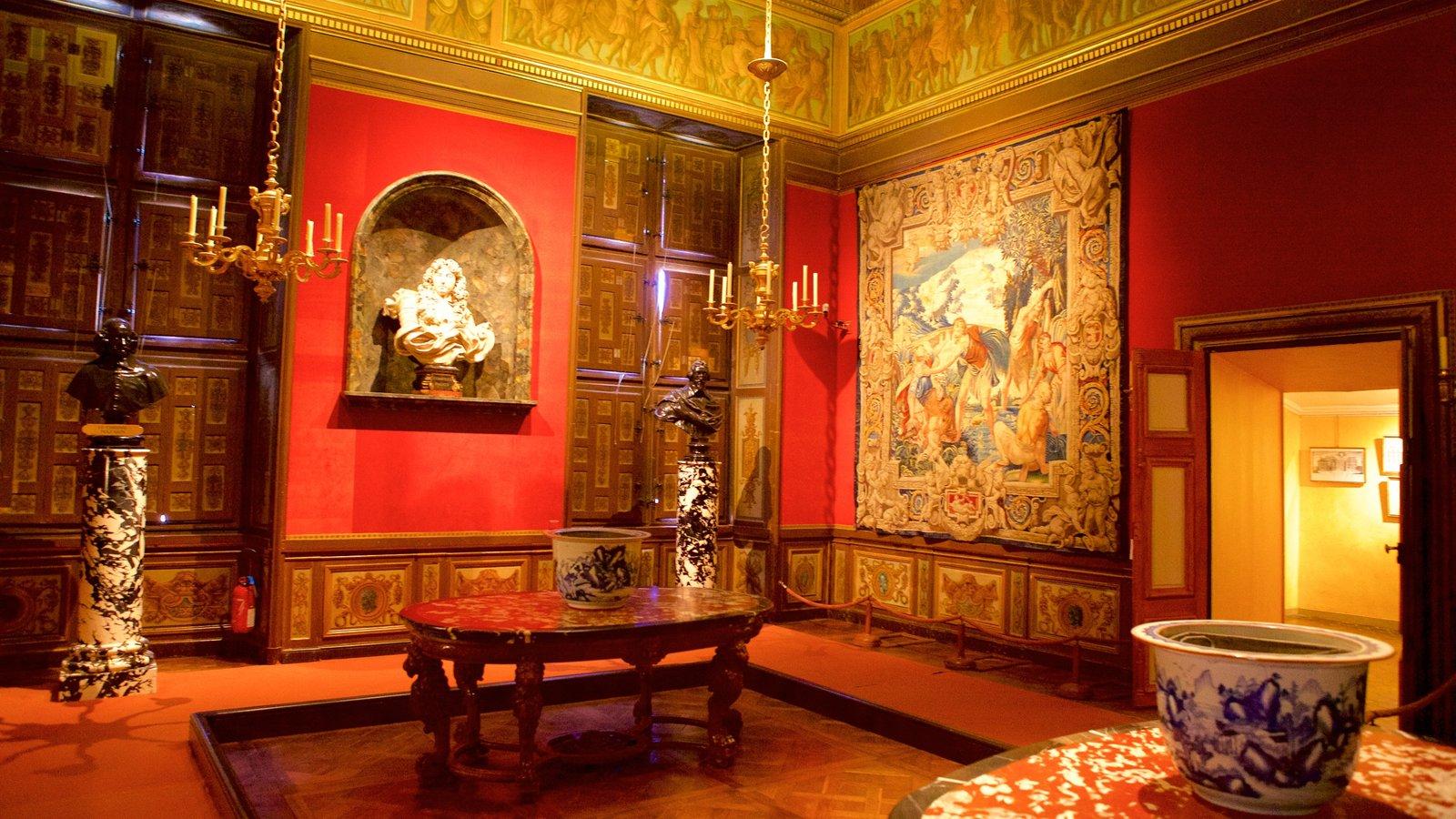 Melun mostrando vistas internas, elementos de patrimônio e arte