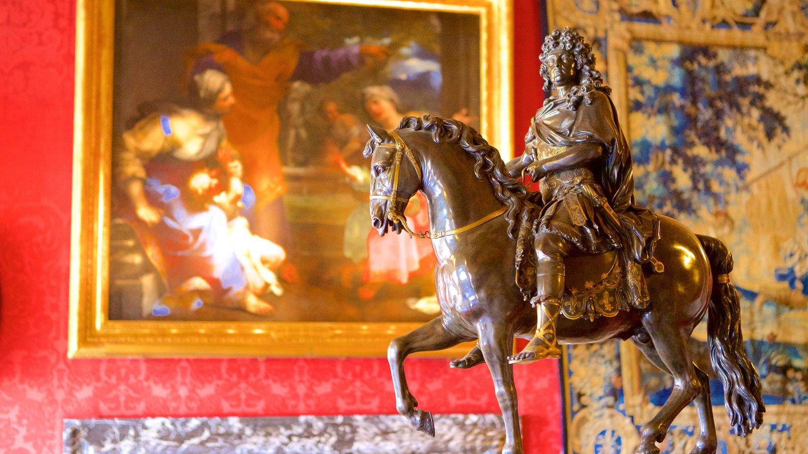 Melun mostrando elementos de patrimônio, uma estátua ou escultura e arte