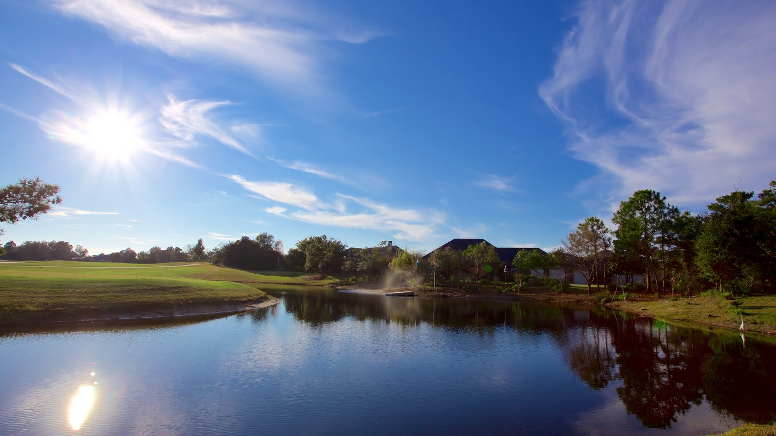 Upper Grand Lagoon caracterizando golfe e um lago