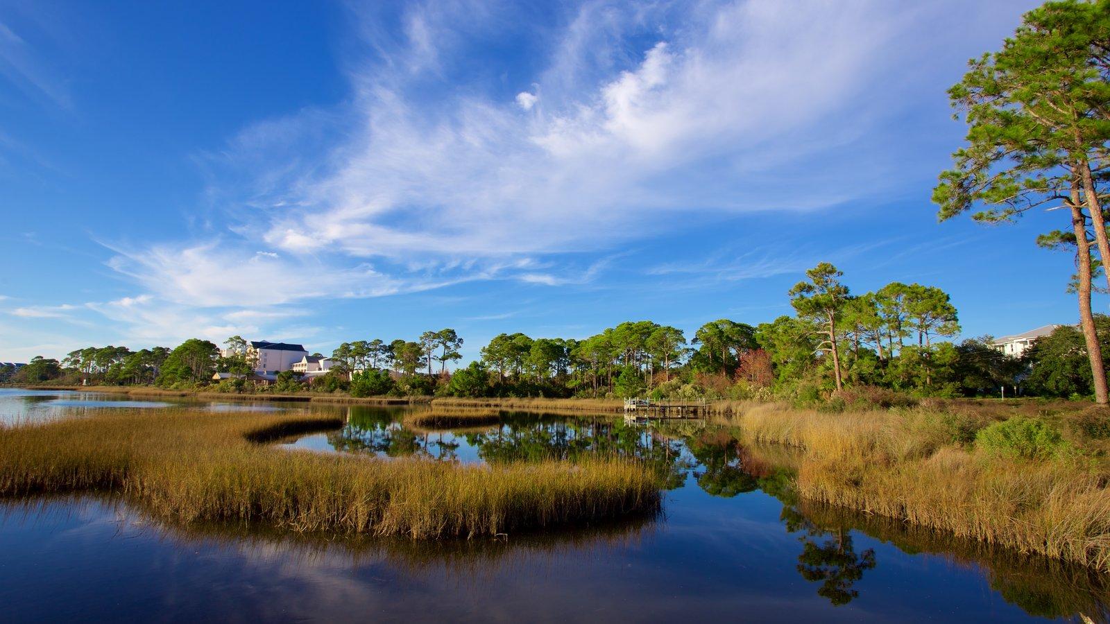 Upper Grand Lagoon que inclui um lago ou charco e cenas tranquilas