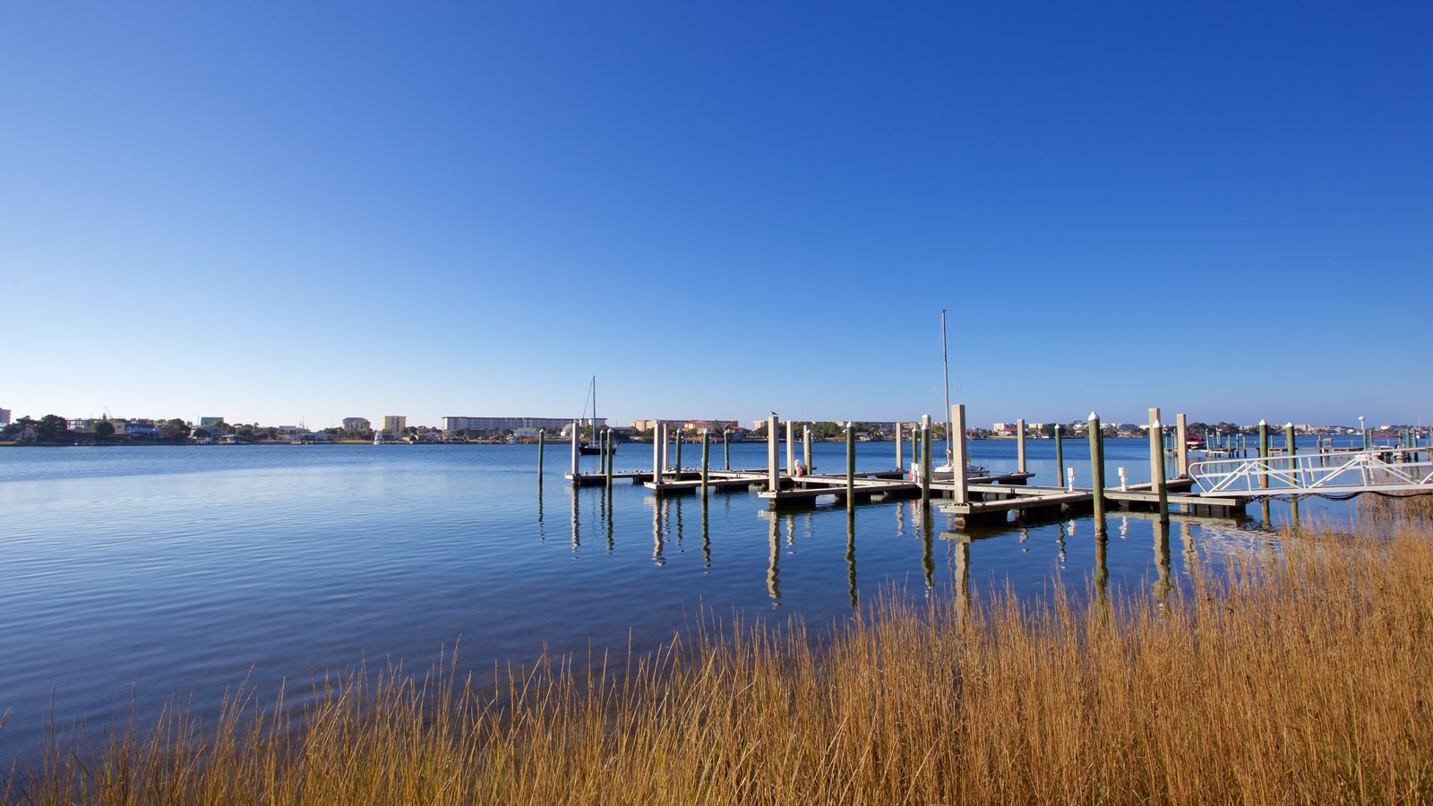 Fort Walton Beach showing a bay or harbor