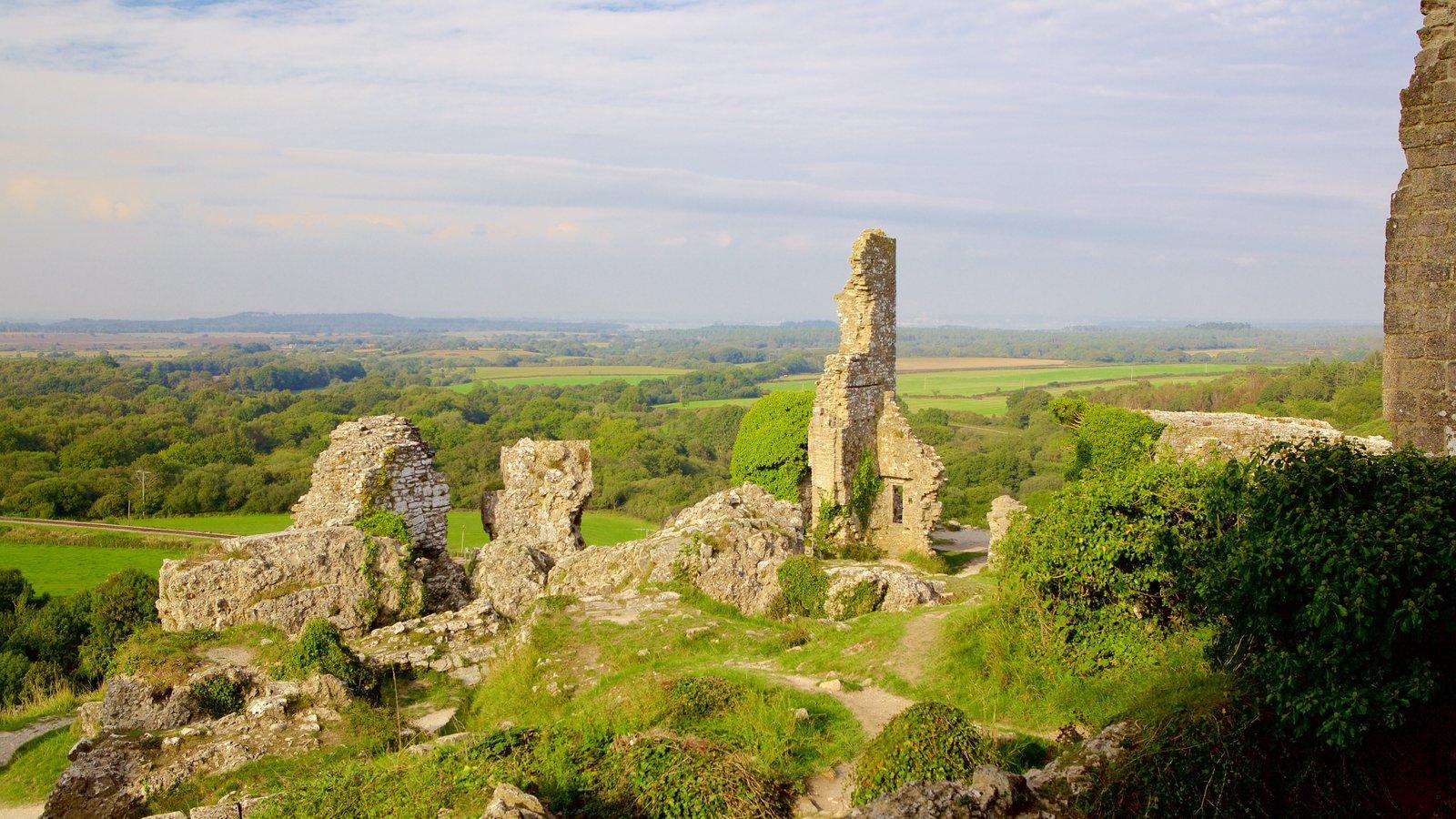 Corfe Castle ofreciendo escenas tranquilas, ruinas de edificios y elementos del patrimonio