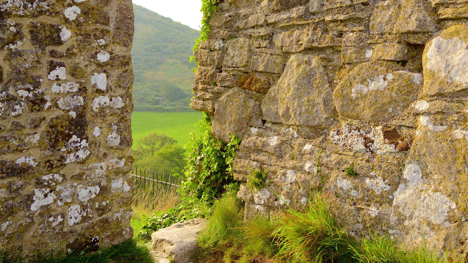 Corfe Castle caracterizando elementos de patrimônio e ruínas de edifício