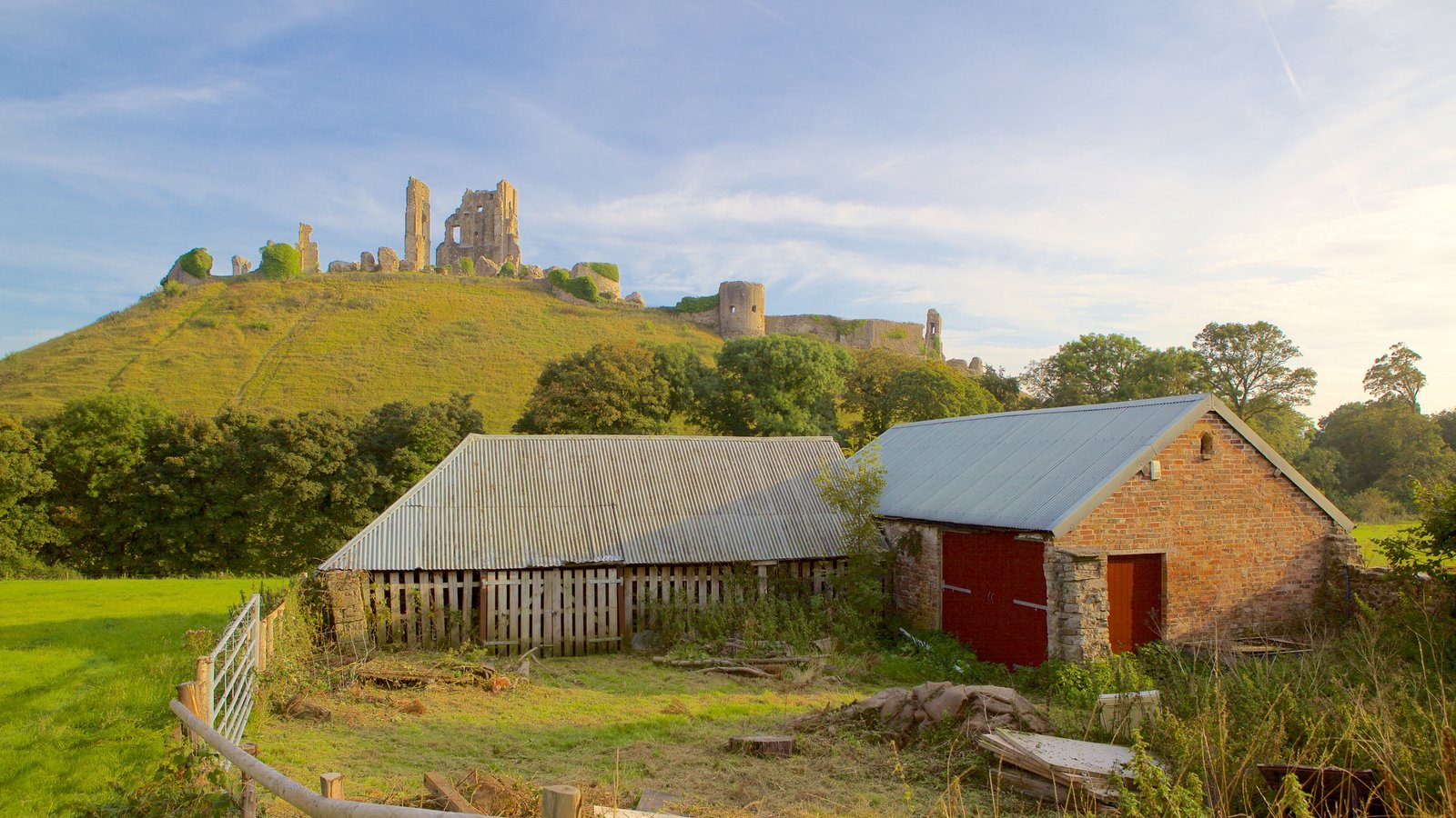 Corfe Castle featuring a house, heritage elements and building ruins
