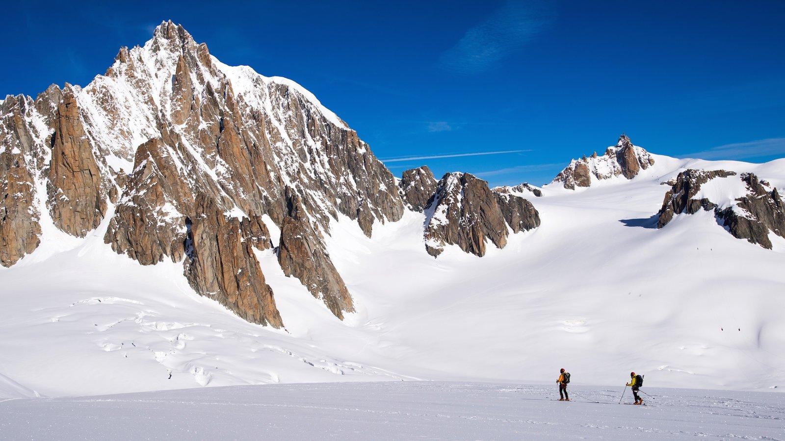 Courmayeur que incluye montañas, esquiar en la nieve y nieve