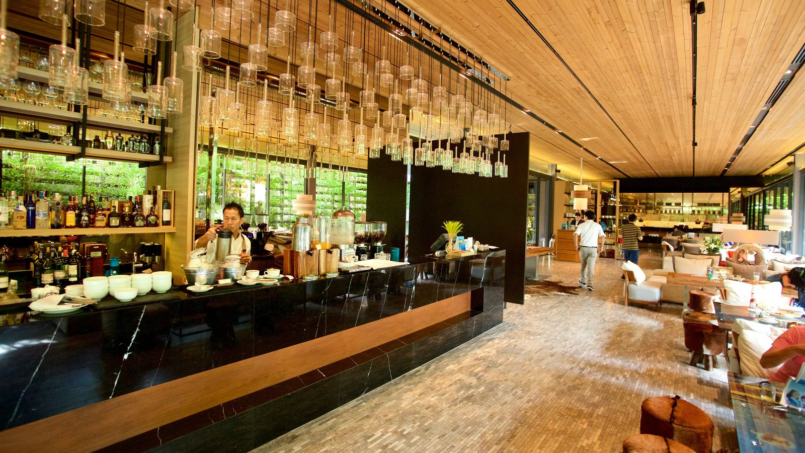 Sukhumvit which includes interior views and dining out