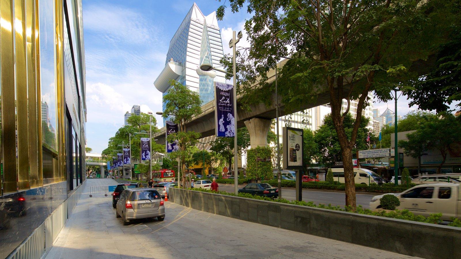 Sukhumvit featuring street scenes