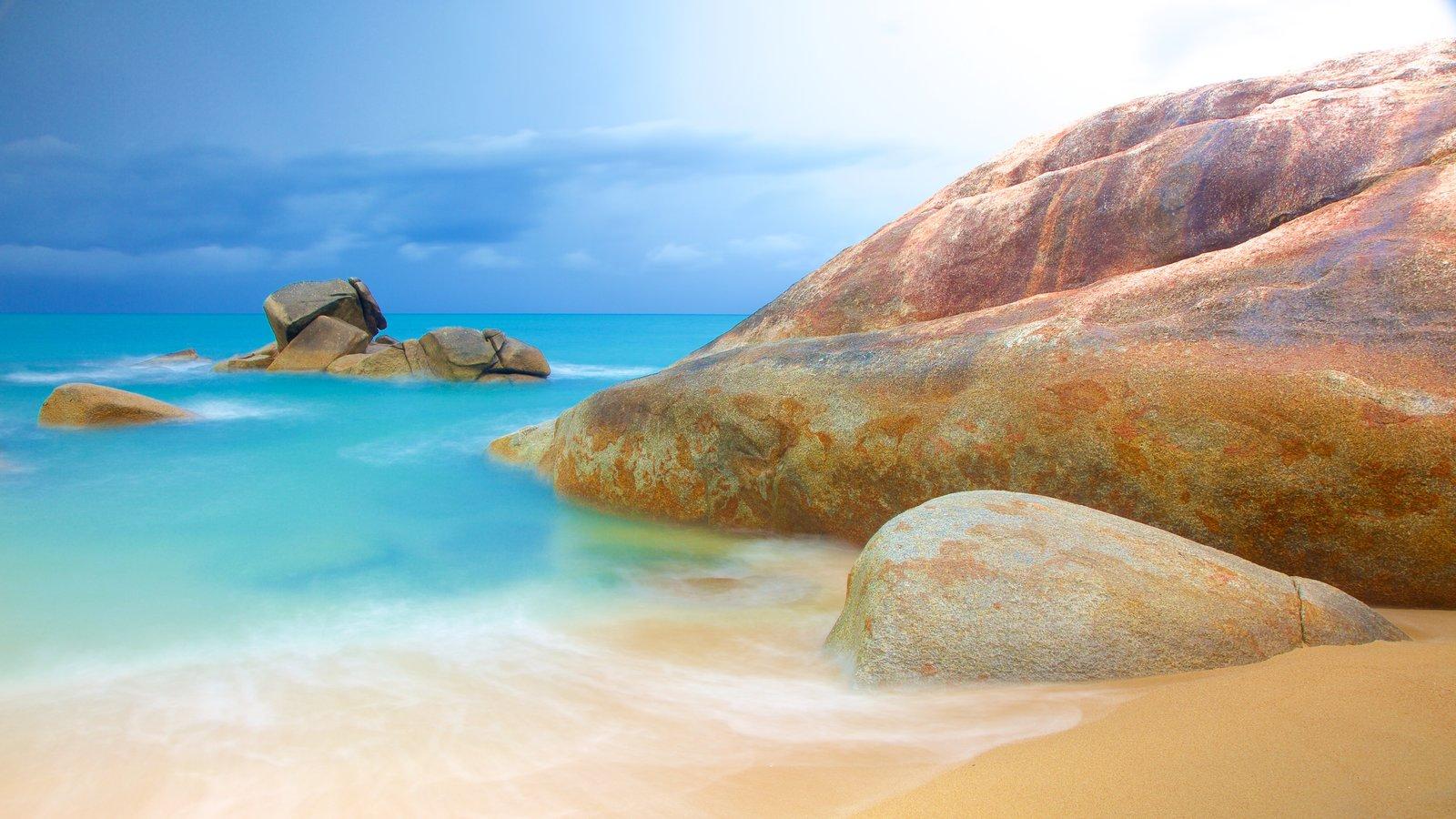 Hin Ta and Hin Yai mostrando litoral rochoso