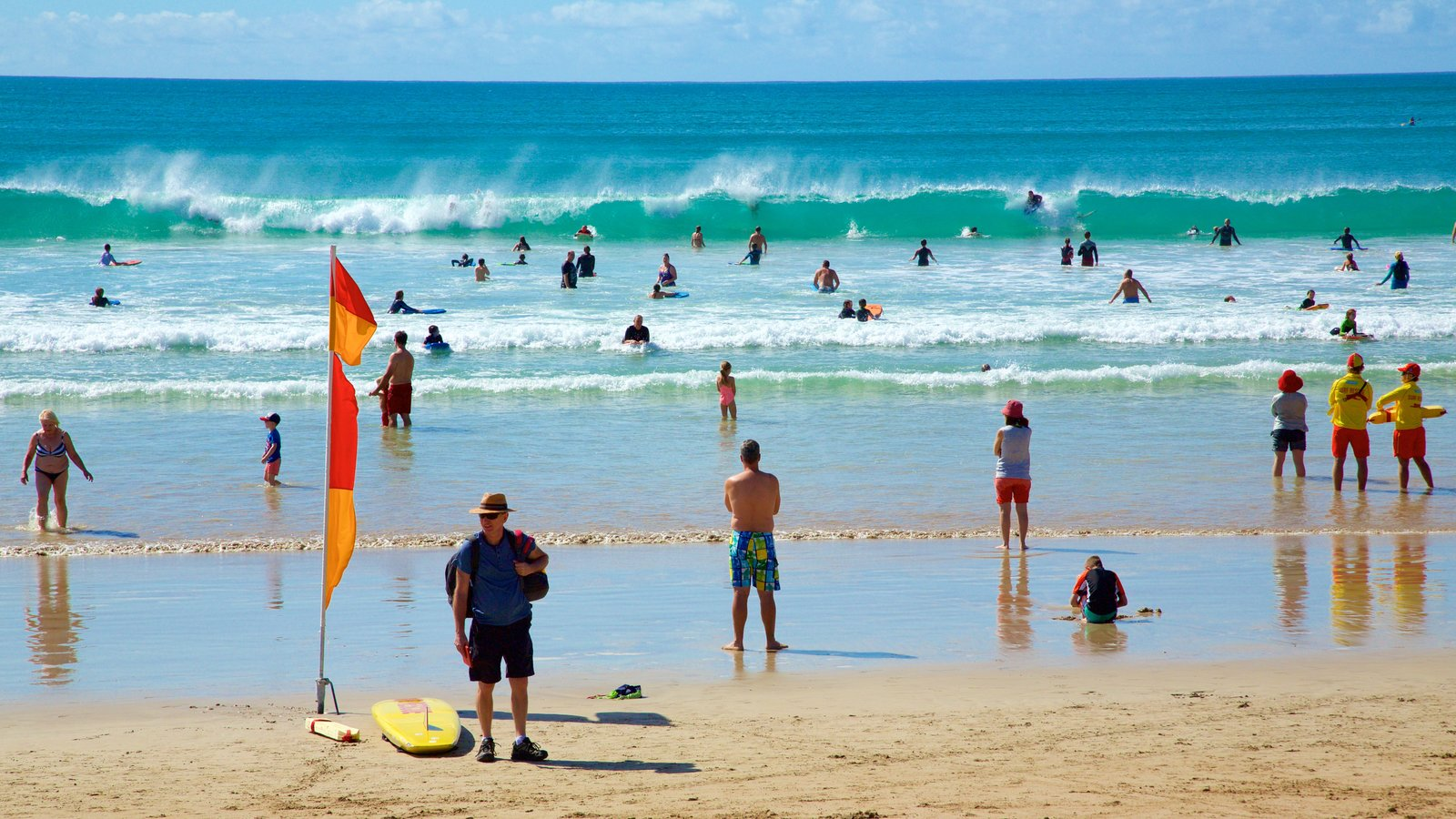 Lorne showing swimming and a sandy beach as well as a large group of people