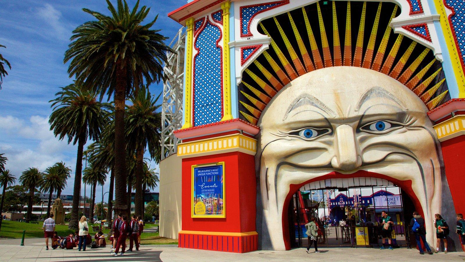Luna Park featuring rides
