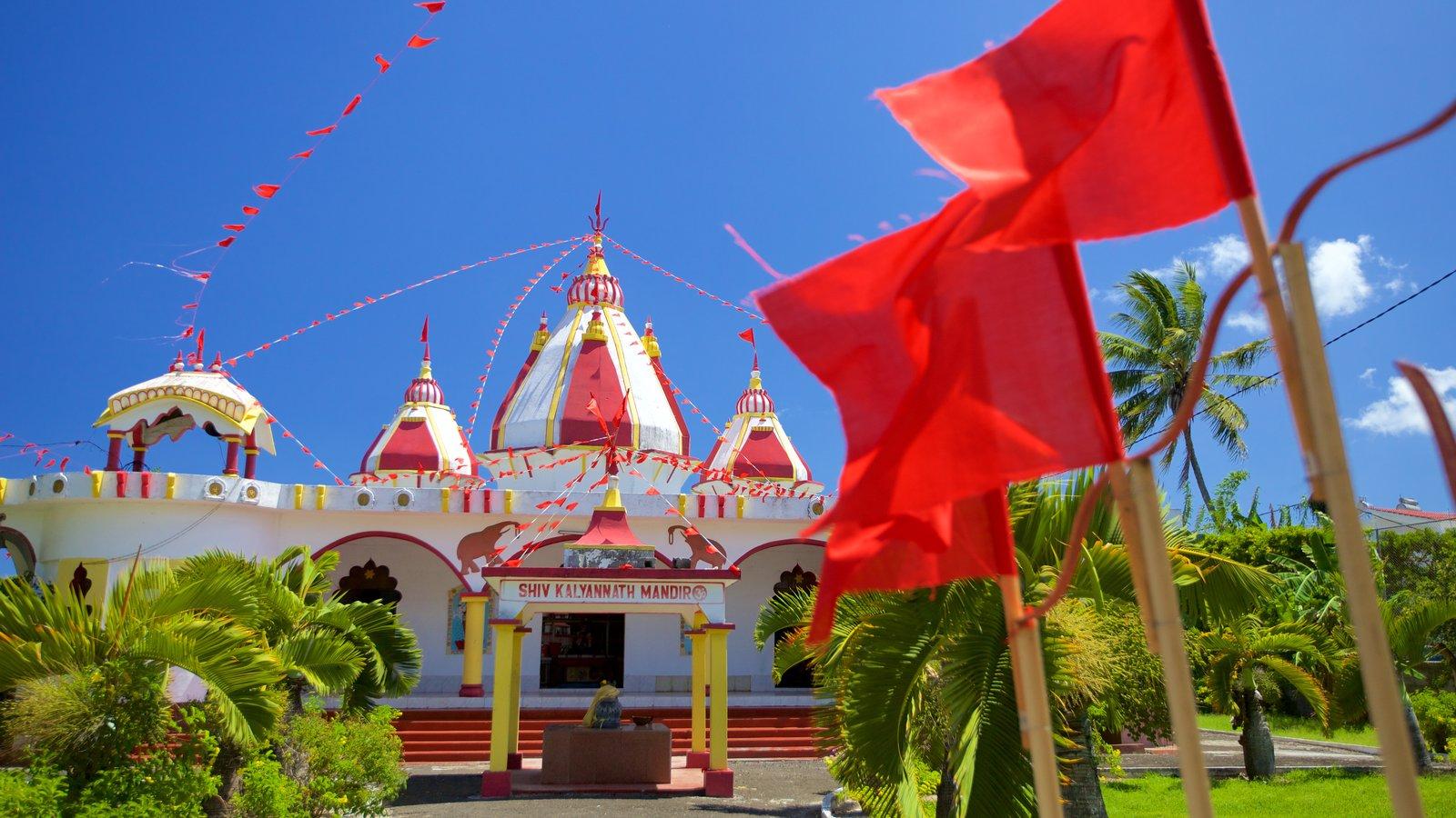 Grand Bay caracterizando elementos religiosos e um templo ou local de adoração