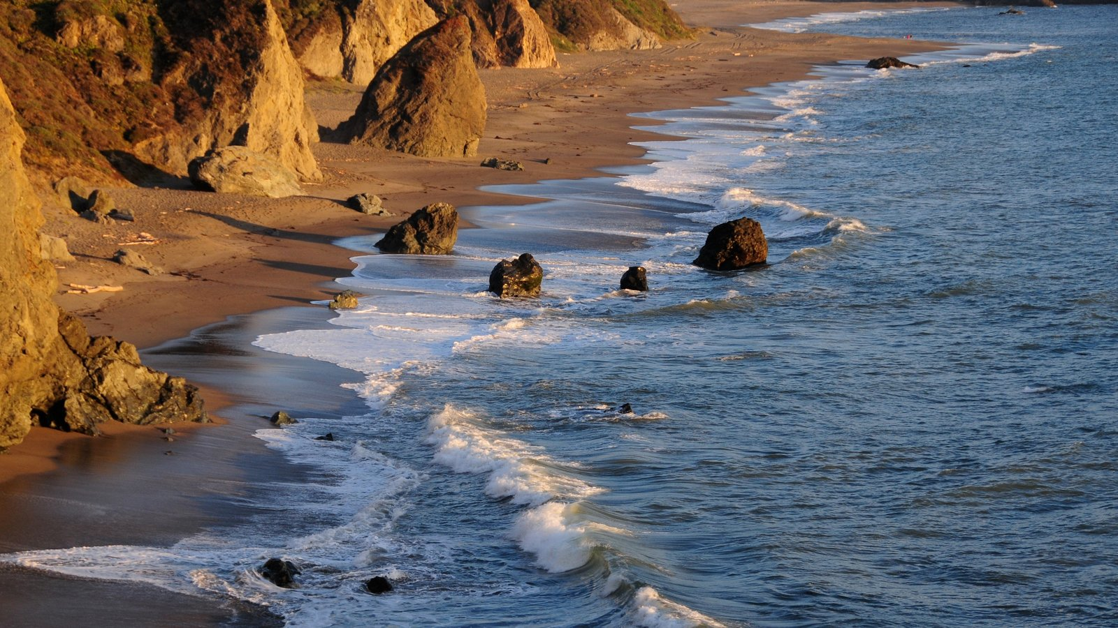 Sonoma Valley featuring a sandy beach