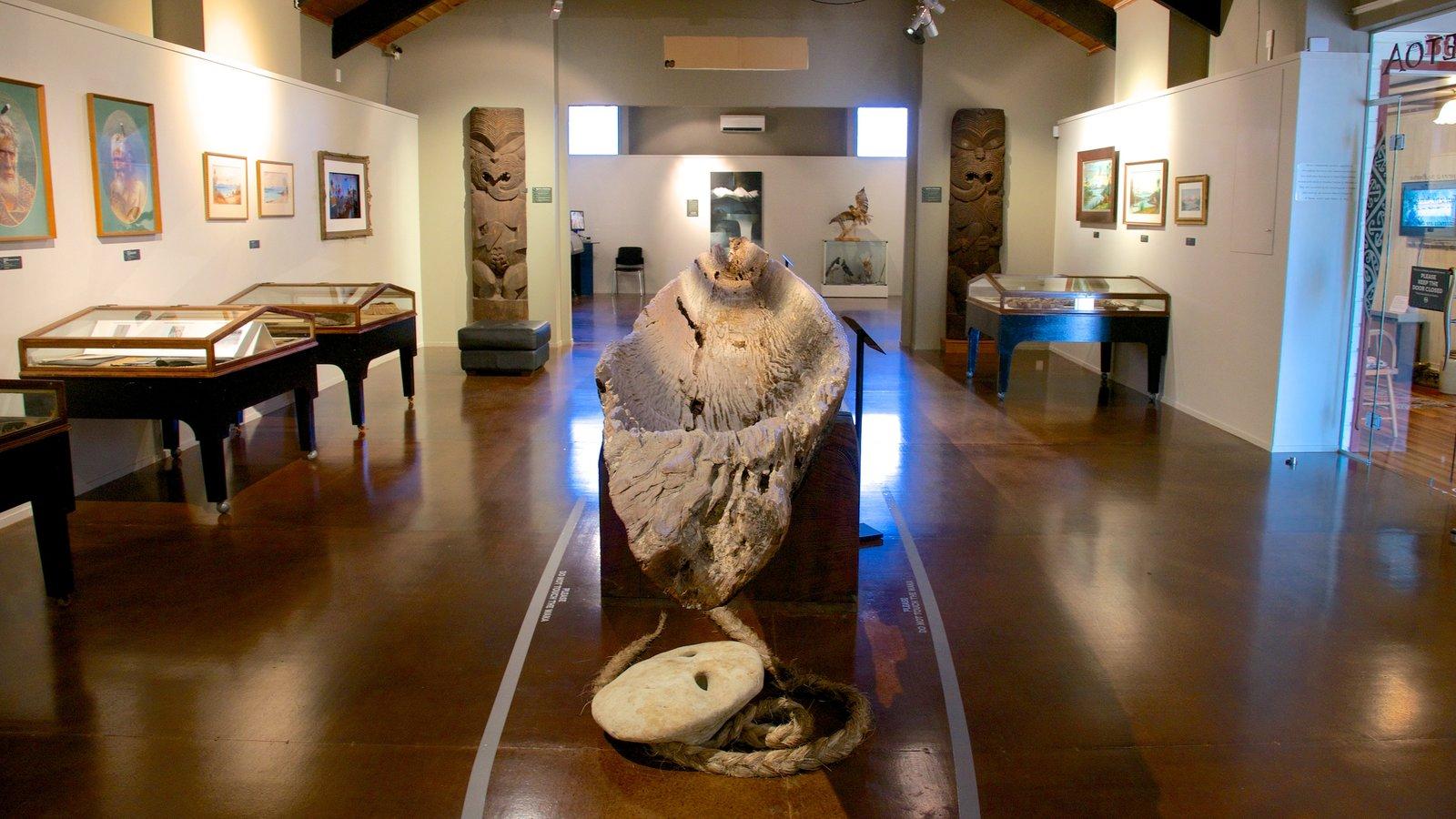 Lake Taupo Museum and Art Gallery mostrando vistas internas