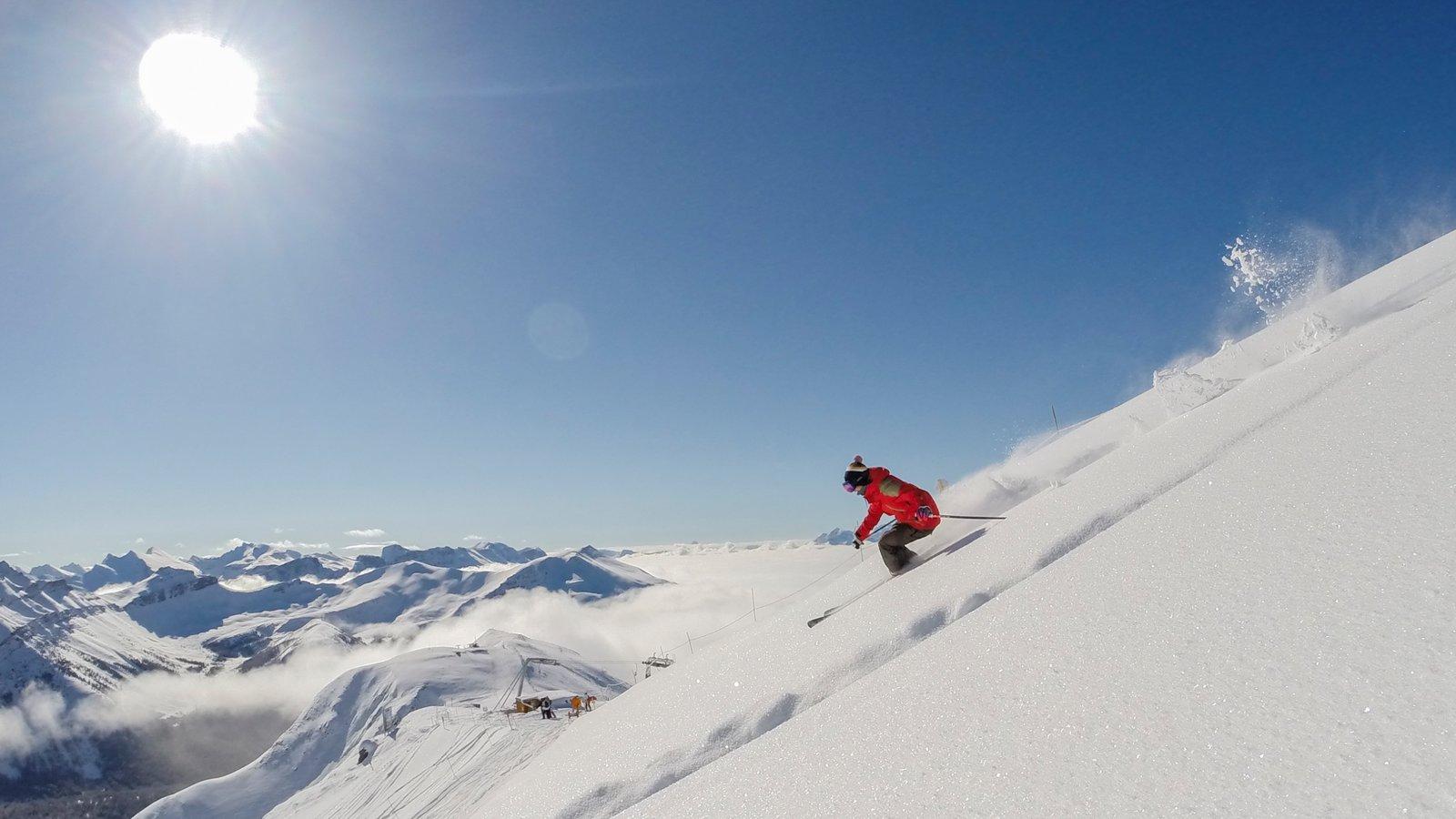 Lake Louise Mountain Resort showing snow skiing, snow and mountains