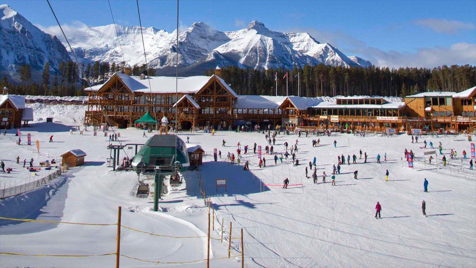 Lake Louise Mountain Resort showing snow skiing and snow