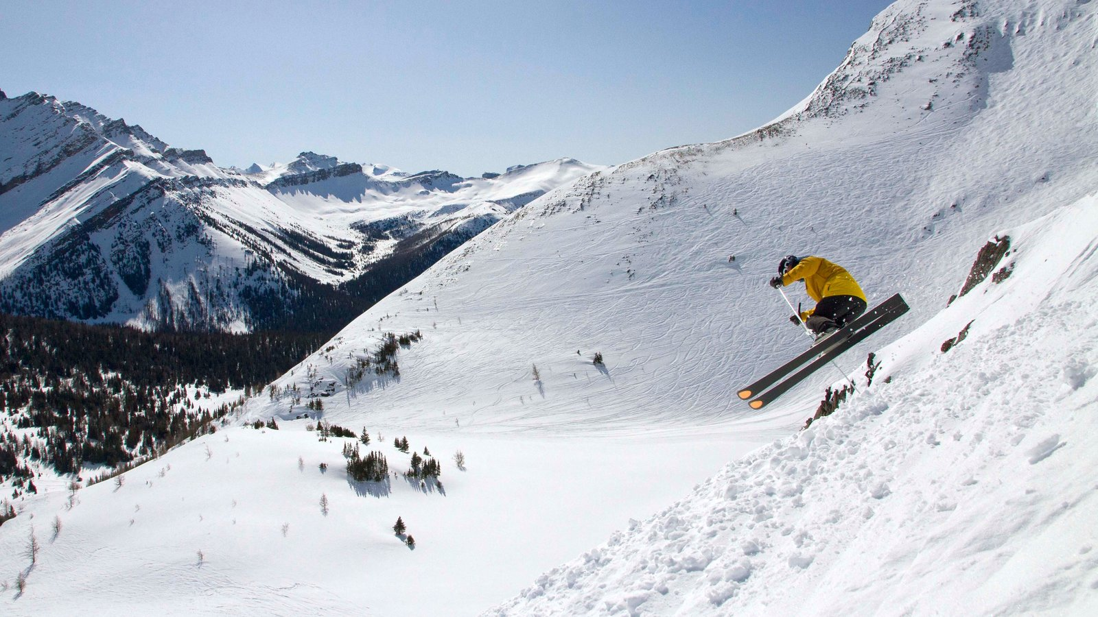 Lake Louise Mountain Resort featuring snow skiing, mountains and snow