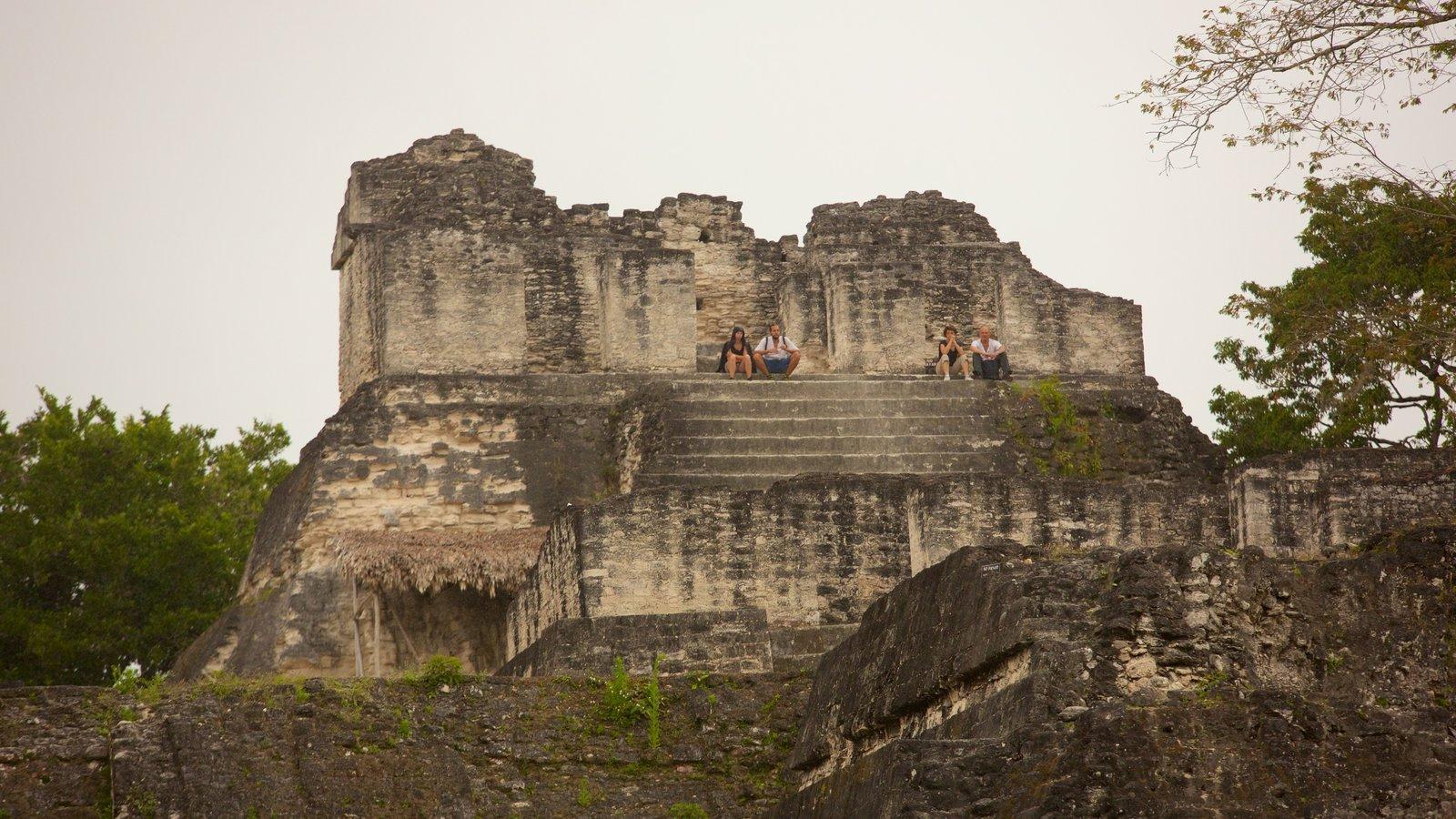 Tikal caracterizando um monumento e elementos de patrimônio