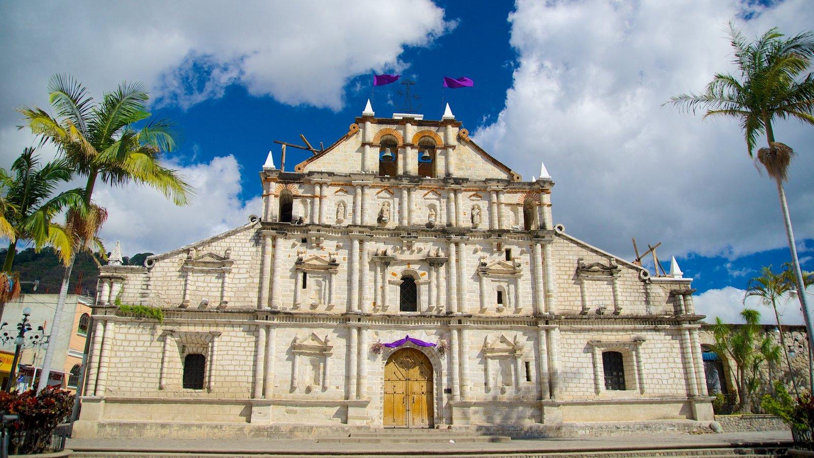 Igreja de São Francisco caracterizando elementos de patrimônio e uma igreja ou catedral