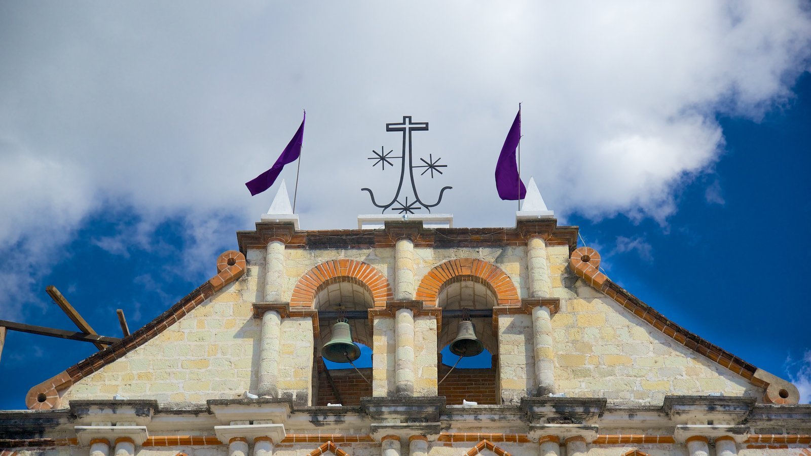 Igreja de São Francisco que inclui uma igreja ou catedral e elementos de patrimônio